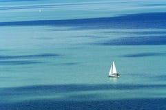 Seglingskepp på sjön Balaton Royaltyfri Bild