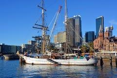 Seglingskepp på den runda kajen, Sydney Arkivfoto
