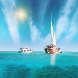 Seglingskyttel och yacht royaltyfria foton