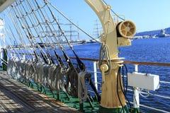 Seglingskytteln ropes riggning royaltyfri bild