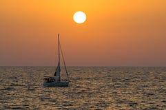 seglingsolnedgång arkivfoto