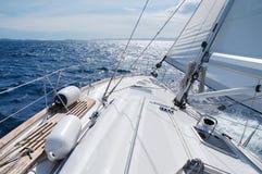 seglingsun in mot Arkivfoton