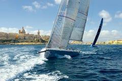 Seglingyachtlopp segling Att segla seglar i havet Royaltyfri Fotografi