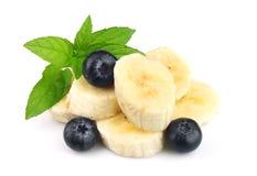Segmente einer Banane mit Beeren einer Heidelbeere stockfoto