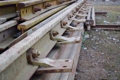 Segmenten spoorwegsporen in mooi die patroon worden naast station wordt gehouden geschikt dat royalty-vrije stock foto