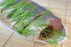Segmenten zoute haringen met venkel. Stock Foto's
