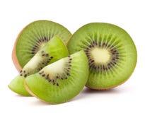 Segmentos cortados de la fruta de kiwi Imagenes de archivo