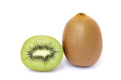 Segmentos cortados de la fruta de kiwi aislados Foto de archivo libre de regalías
