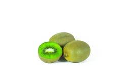 Segmentos cortados do fruto de quivi isolados nos wi brancos do fundo Imagem de Stock Royalty Free