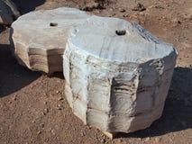 Segmentos dóricos da coluna, templo de Poseidon, Sounion Fotos de Stock Royalty Free