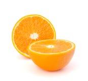 Segments oranges découpés en tranches de fruit d'isolement sur le fond blanc Photos stock