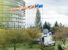 Segnalazione del Truk di media TV in tensione dal Parlamento Europeo Immagine Stock Libera da Diritti