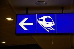 Segnale di direzione del treno Fotografia Stock Libera da Diritti