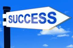 Segnale di direzione della strada di successo Fotografia Stock Libera da Diritti