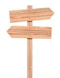 Segnale di direzione di legno in bianco isolato su bianco Immagine Stock