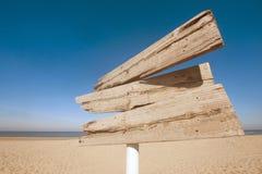 Segnale di direzione di legno vuoto Fotografie Stock