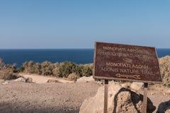 Segnale di informazione ad Adonis Nature Trail fotografia stock libera da diritti