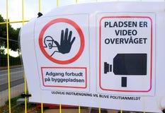 Segnale di informazione danese senza l'entrata e la videosorveglianza royalty illustrazione gratis