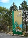 Segnale di informazione del passo di montagna Fotografia Stock