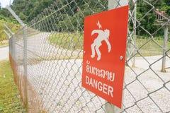 Segnale di pericolo ad alta tensione Fotografia Stock