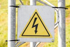Segnale di pericolo ad alta tensione Fotografie Stock