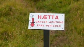 Segnale di pericolo circa ad alta temperatura del ` del pericolo del ` di fonte Immagini Stock Libere da Diritti