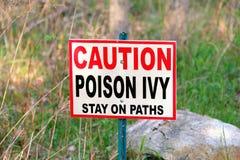 Segnale di pericolo dell'edera di veleno fotografie stock