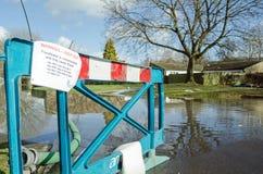 Segnale di pericolo dell'inondazione Fotografie Stock