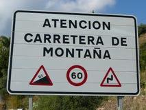 Segnale di pericolo della strada della montagna Fotografia Stock