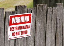 Segnale di pericolo di area limitata Fotografia Stock Libera da Diritti