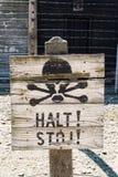Segnale di pericolo di Auschwitz II-Birkenau Fotografia Stock