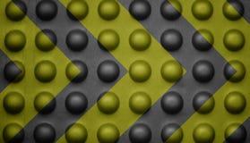 Segnale di pericolo giallo e nero su struttura della bolla. Immagine Stock