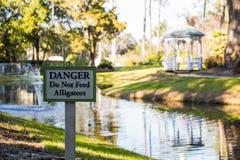 Segnale di pericolo per gli alligatori Immagine Stock Libera da Diritti