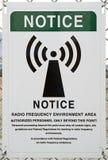 Segnale di pericolo di radiofrequenza fotografia stock