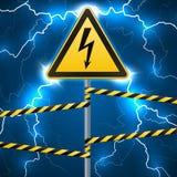 Segnale di pericolo Rischio elettrico Zona pericolosa recintata Una colonna con un segno rompe il cielo Effetto ad arco istantane illustrazione di stock
