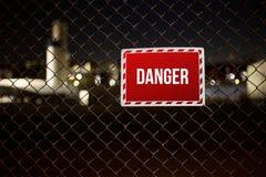 Segnale di pericolo su una proprietà privata Immagini Stock Libere da Diritti