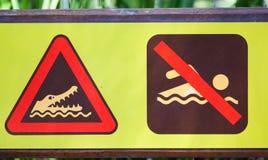 Segnale di pericolo unico per i coccodrilli Immagine Stock