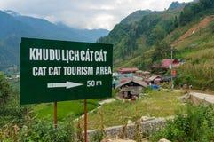 Segnale stradale al villaggio etnico di Cat Cat, destinati turistico popolare Fotografie Stock