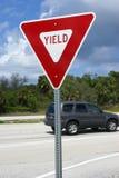 Segnale stradale americano del rendimento immagini stock libere da diritti