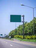 Segnale stradale in bianco Immagini Stock