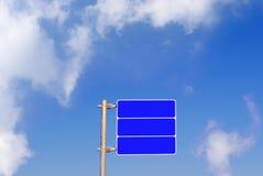 Segnale stradale blu in bianco Fotografia Stock Libera da Diritti