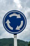 Segnale stradale blu della rotonda immagini stock libere da diritti