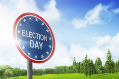 Segnale stradale che annuncia giorno delle elezioni Immagine Stock