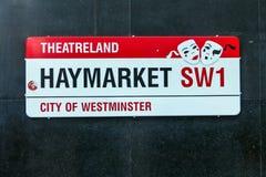 Segnale stradale che segna il Haymarket famoso di Londra nella regione conosciuta come Theatreland fotografie stock libere da diritti
