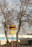 Segnale stradale con una freccia che indica a sinistra Fotografia Stock