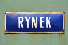 Segnale stradale da Rynek Wroclaw - in Polonia Fotografia Stock Libera da Diritti