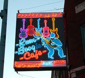 Segnale stradale del caffè di boogie del rum, via Memphis di Beale, Fotografie Stock