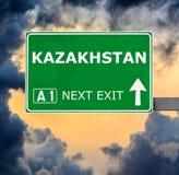 Segnale stradale del Kazakistan contro chiaro cielo blu fotografia stock libera da diritti
