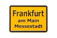 Segnale stradale del magnete del frigorifero del ricordo della Germania Francoforte sul Meno isolata su bianco I magneti del frig Fotografie Stock Libere da Diritti