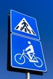 Segnale stradale del pedone e della bicicletta fotografia stock